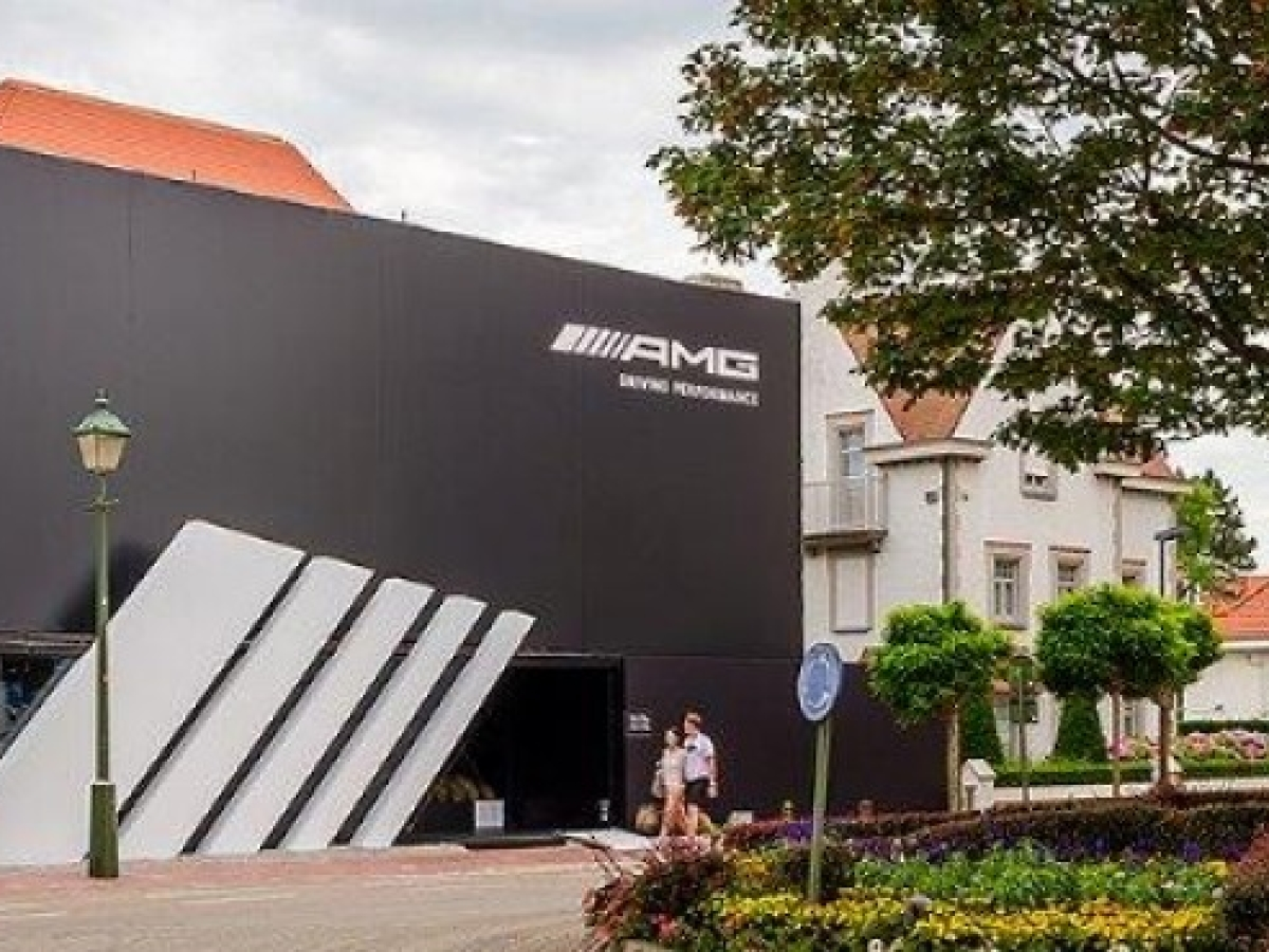 MG PERFORMANCE STORE BY MERCEDES-BENZ AT KNOKKE-LE-ZOUTE