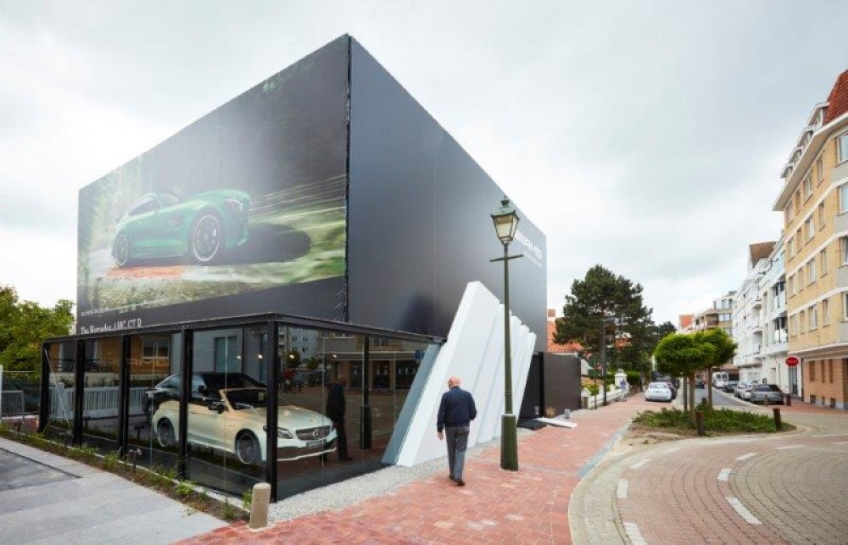 Mg performance store by mercedes benz at knokke le zoute for Mercedes benz store