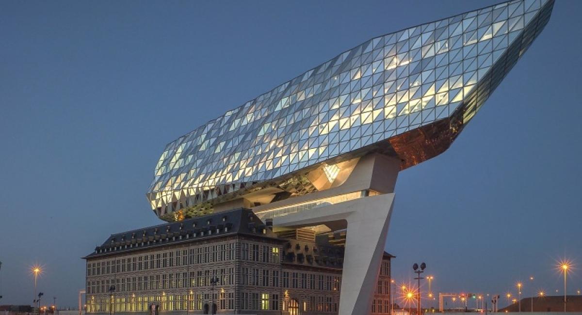 24 entreprises partenaires sur le stand 'ombrelle' du Port d'Anvers....