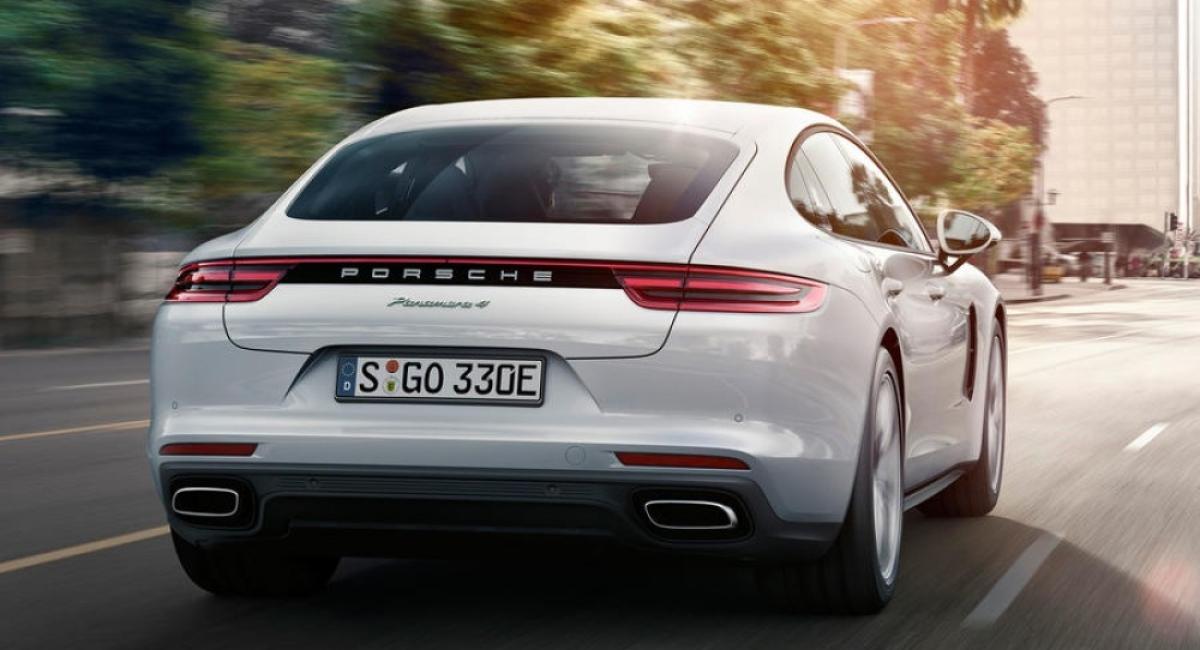 Porsche en zijn Panamera 4 E-Hybrid op het Salon voor auto's/motoren/bestelwagens 2017