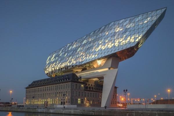 24 samenwerkende bedrijven delen de groepsstand van de Haven van Antwerpen.